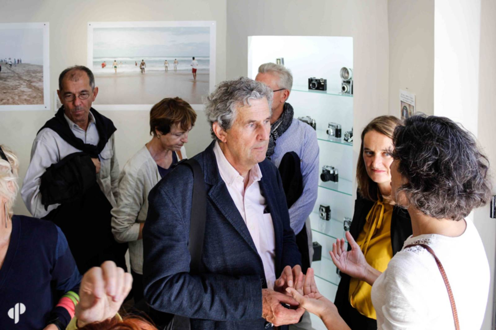 Gabriel Bauret, commissaire général de la Biennale et la photographe Sabrina Budon ©️ Marc Lavaud