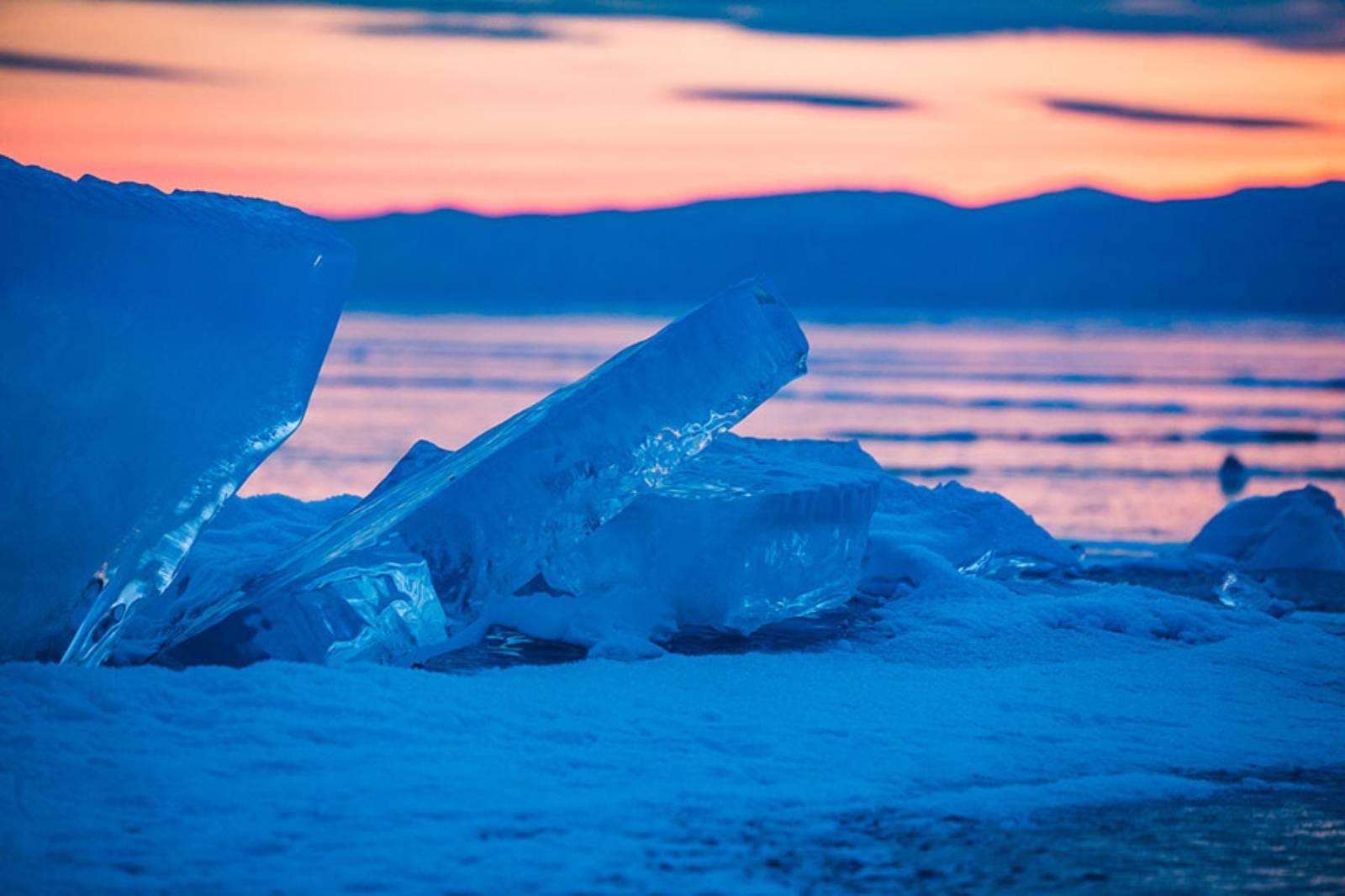 Russie : Les glaces du Lac Baïkal