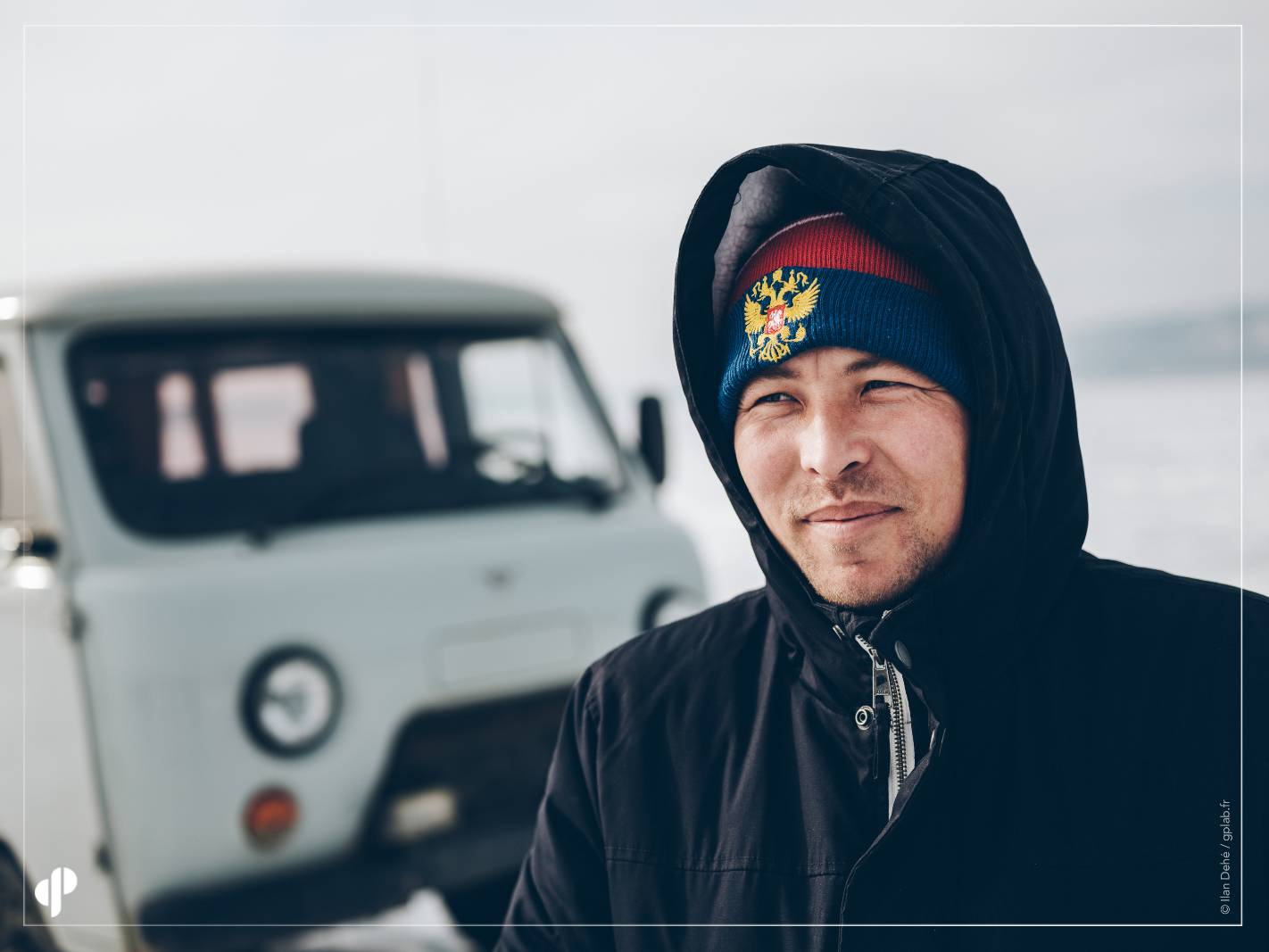 Le conducteur du UAZ 4x4 sovietique