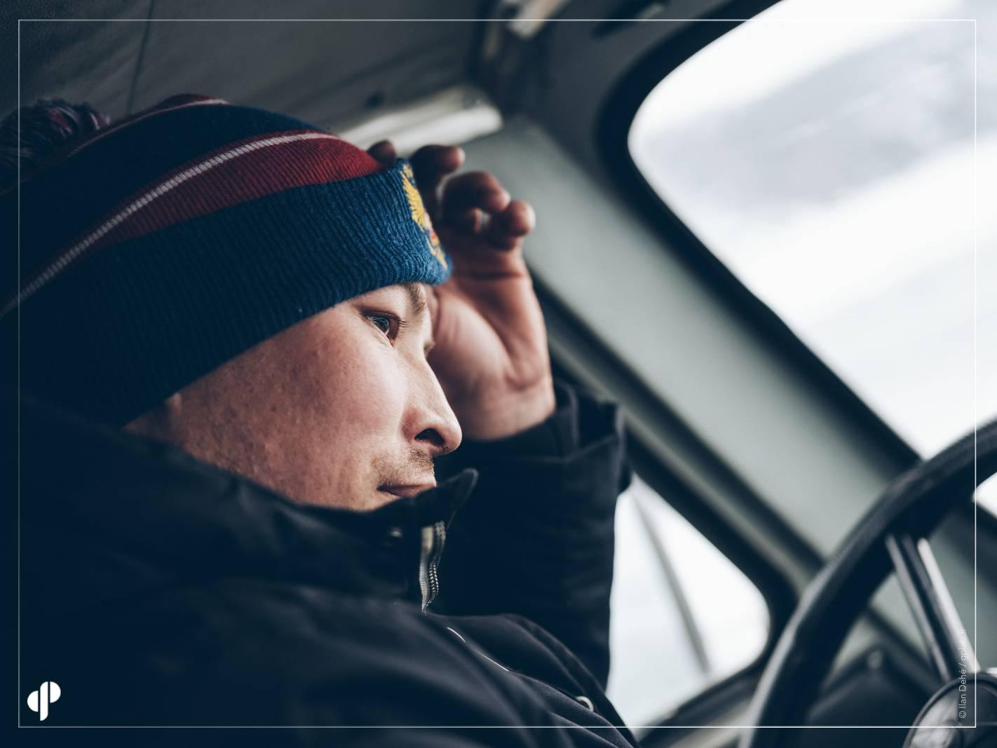 Le super chauffeur de notre équipe de photographes  ©️ Ilan Dehé