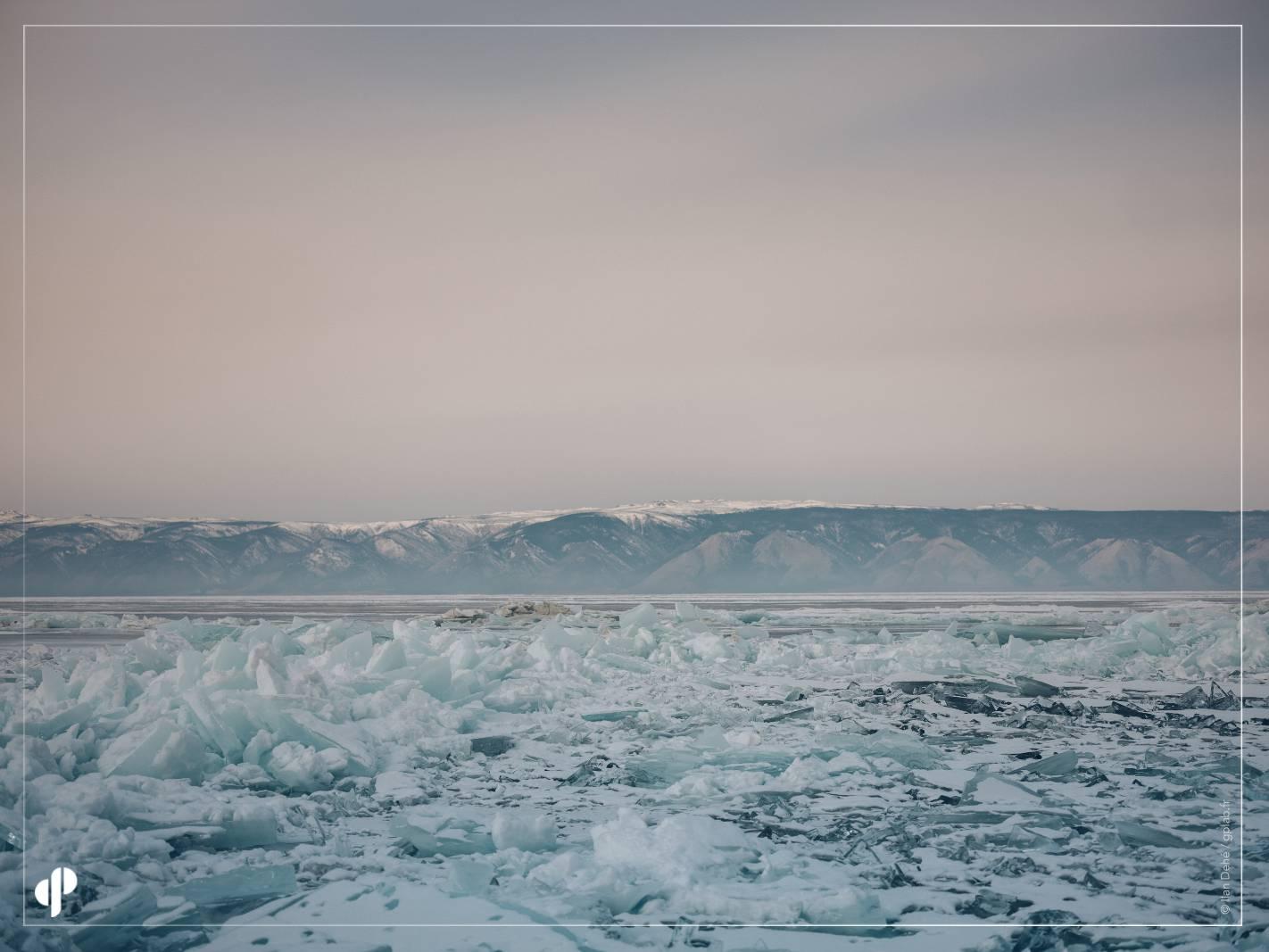 Les glaces du lac baïkal©️ Ilan Dehé