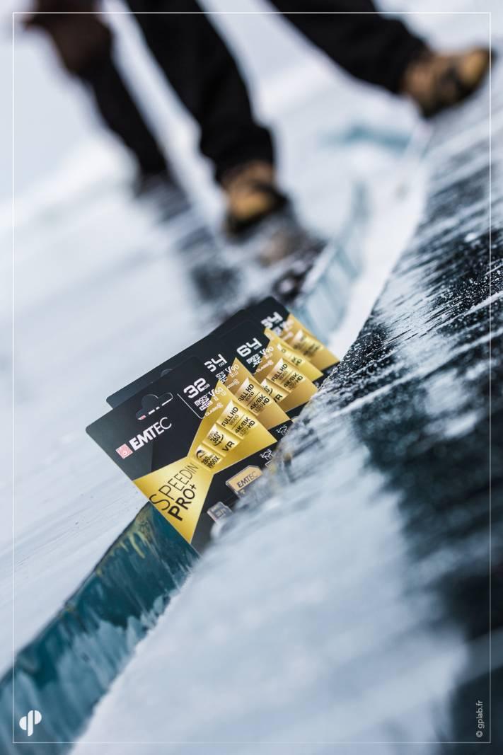 cartes SD Emtec sur la glace du lac baikal