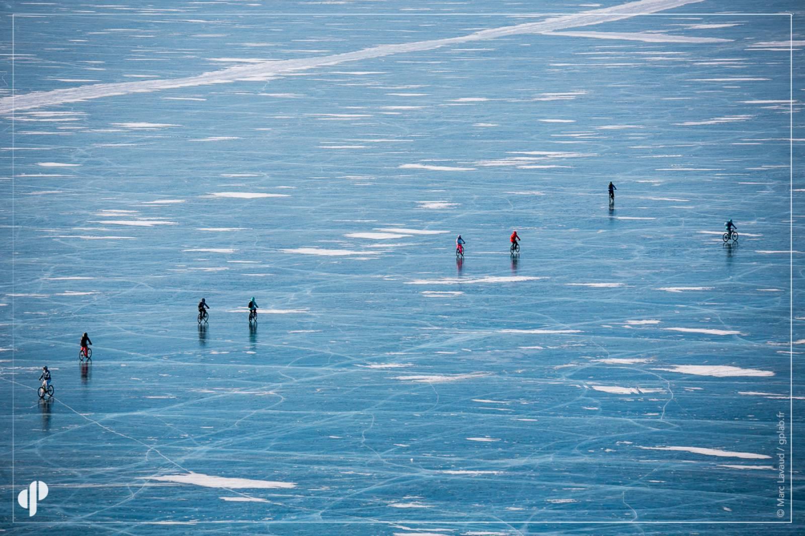balade sur le lac baikal gele en russie